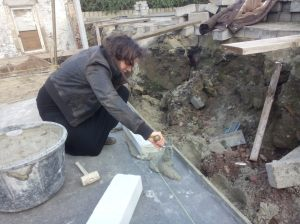 Anneleen legt de eerste steen!