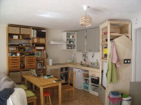 Onze keuken, helemaal zelf gemaakt (zoek de zeven fouten)